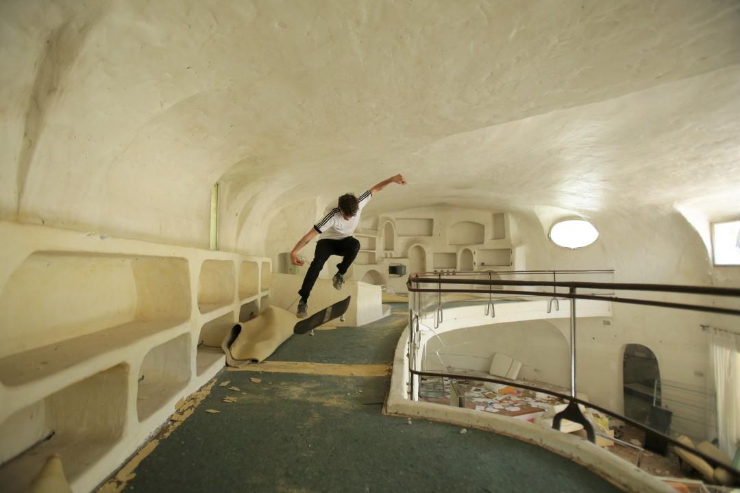 Florent Théron, 360 flip. Villa du milliardaire / The billionaire's villa. Ph.: Fred Schwal