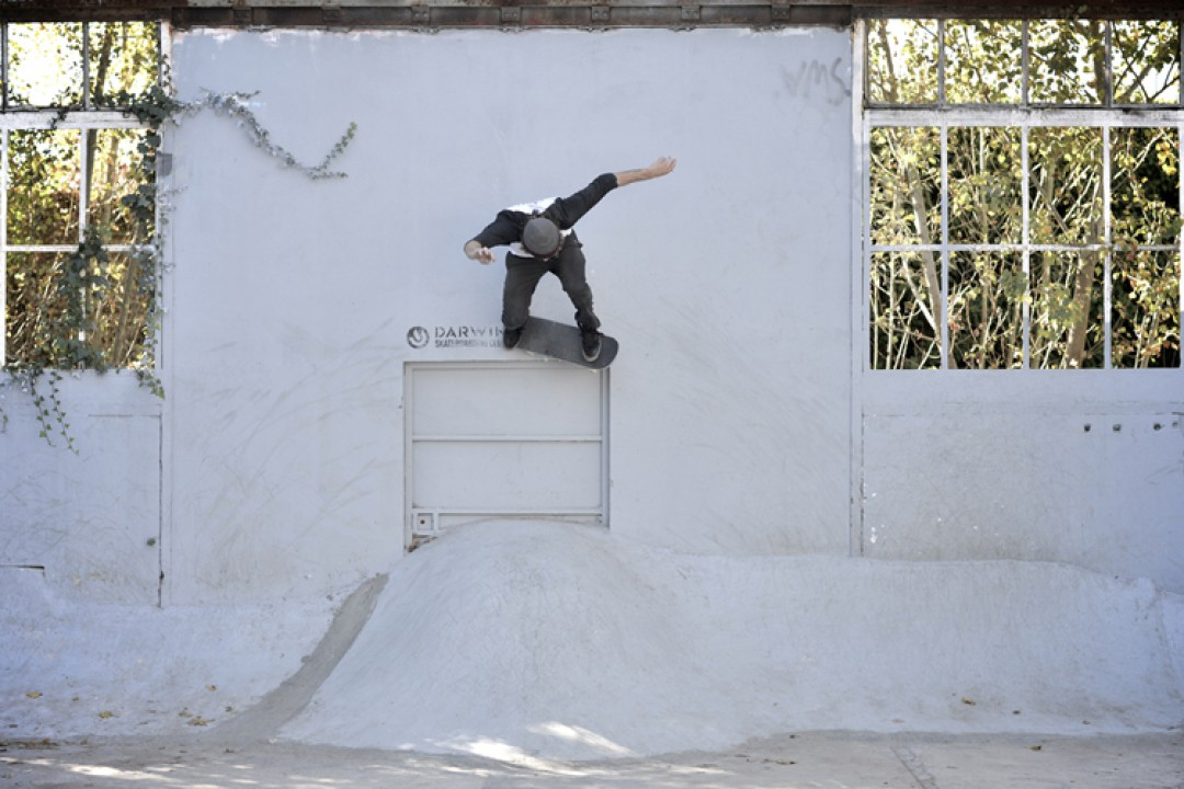 Victor Pellegrin, ollie out to wall bash.