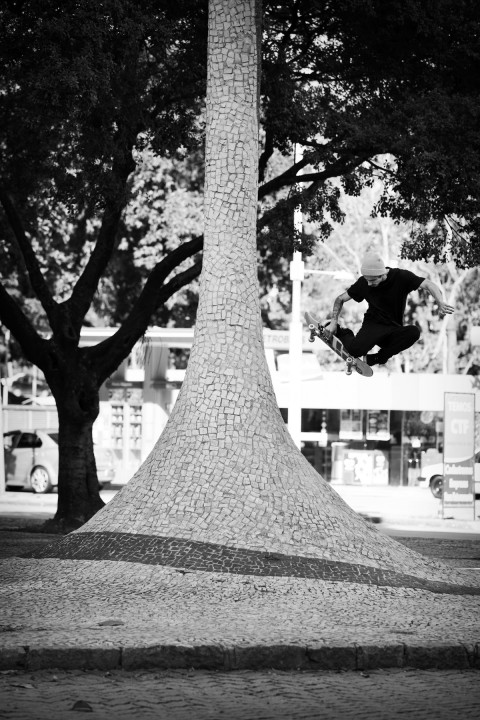 Luan Oliveira, tuck knee. photo: Marcel Veldman