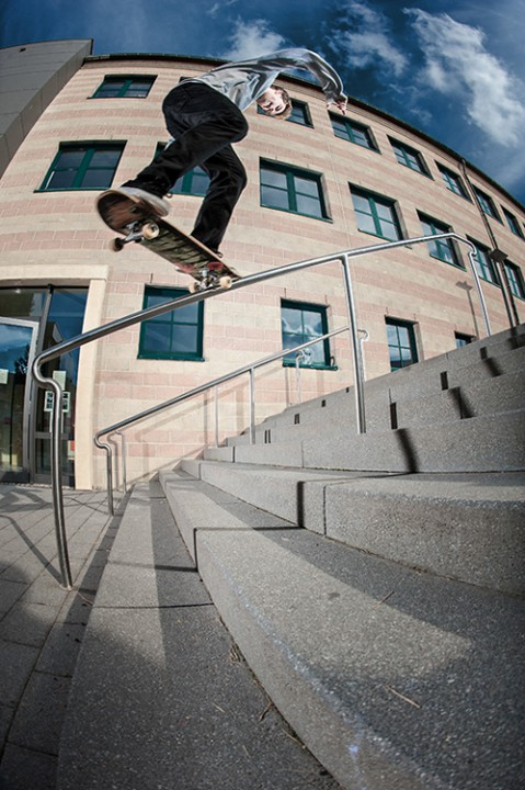 Maxi Schaile, backside 180 fakie nosegrind.