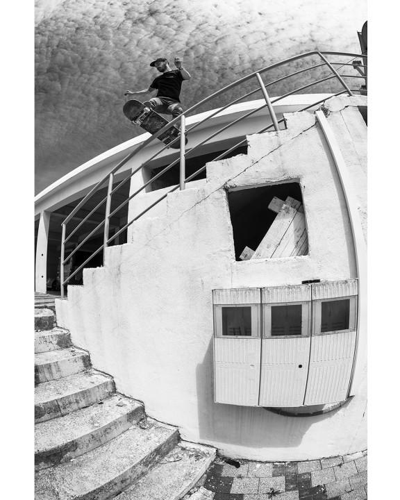 Peter Molec, frontside boardslide. Ph.: Fabien Ponsero