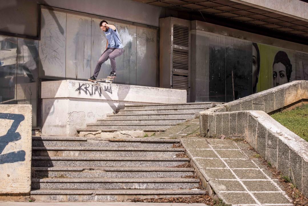 Nino Fanuko, nollie tailslide. Ph.: Veliko Balabanov