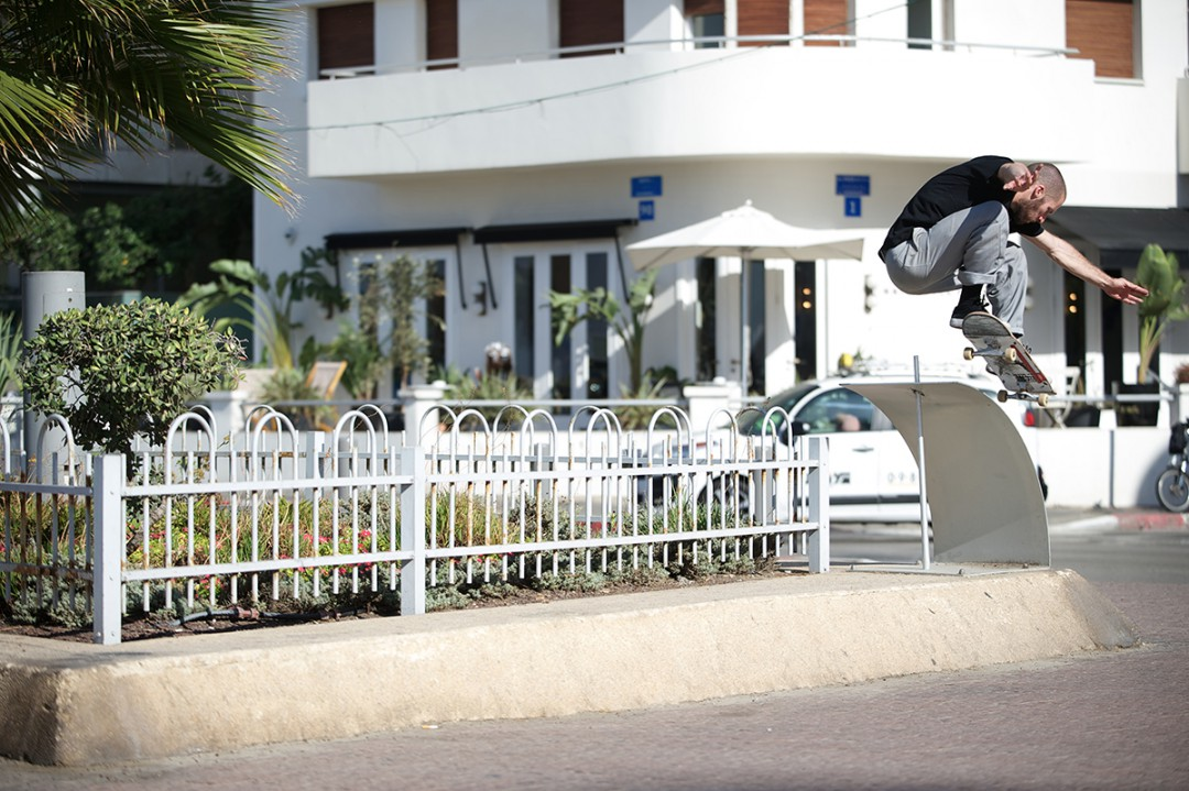 Mickaël Germond, ollie over to 50-50. ph: Loïc Benoit