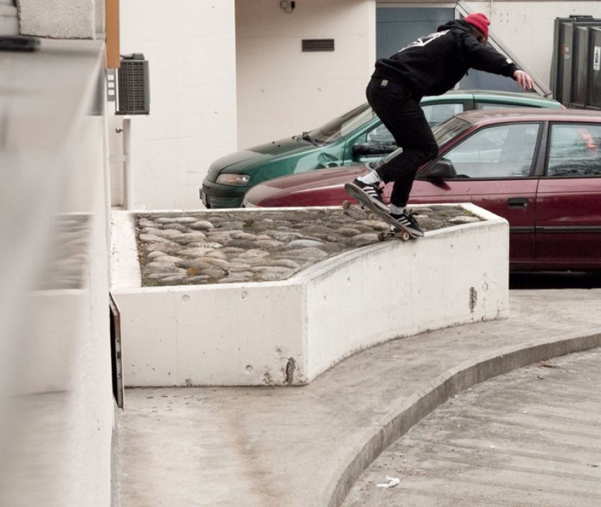Marcus Bruggmann, backside nose grind. photo: Manuel Muller